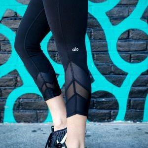 Alo Yoga mesh wrap panel capri